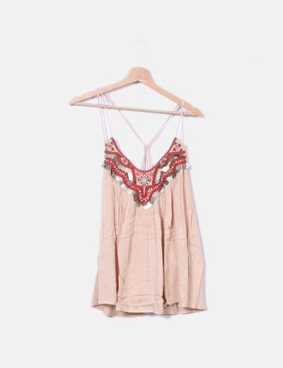 Blusa nude escote de paillettes y bordados