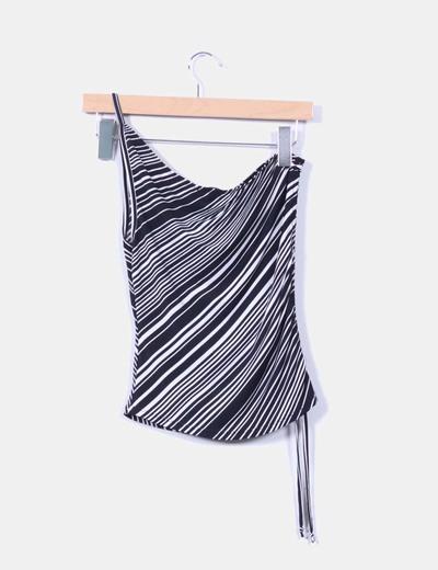 Top blanco y negro de rayas con una manga