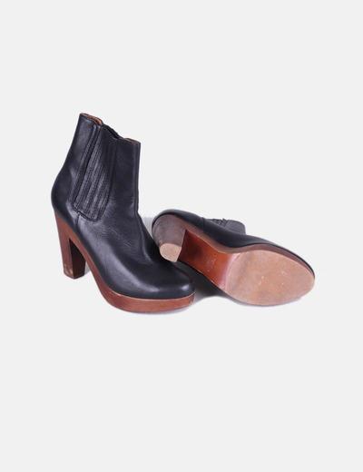 Botas negras suela madera