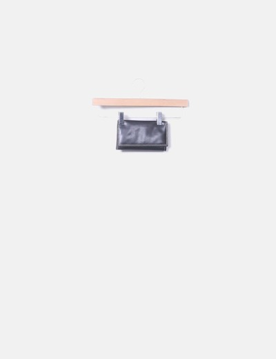 Smooth black wallet Mango