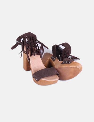 Sandalia serraje marron con flecos