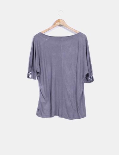 Camiseta gris taupe con paillettes