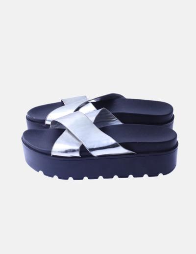 Sandalia tiras plataforma plata