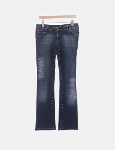Jeans denim recto con tachas