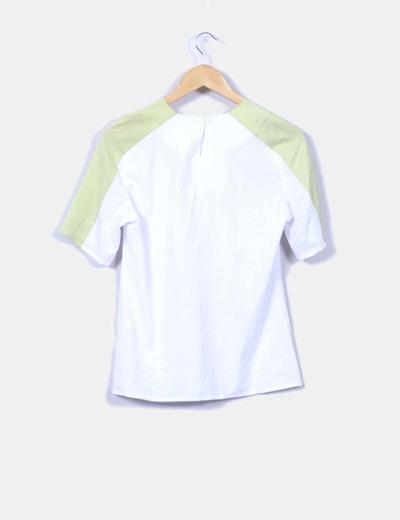 Camiseta fluida blanca mangas pistacho