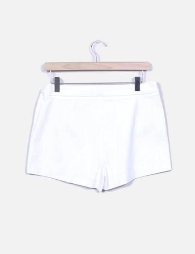 cb938f155 Falda pantalón blanca con hebilla