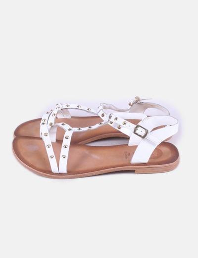 Sandalias blancas con tachas