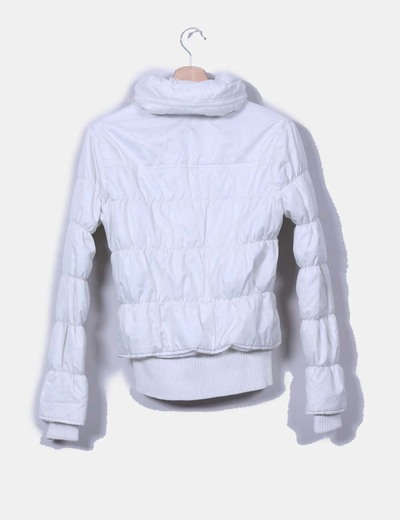 Chaqueta blanca acolchada