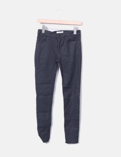 Jeans denim pitillo negro encerado