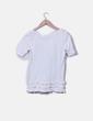 Camiseta blanca print detalle volantes Stradivarius