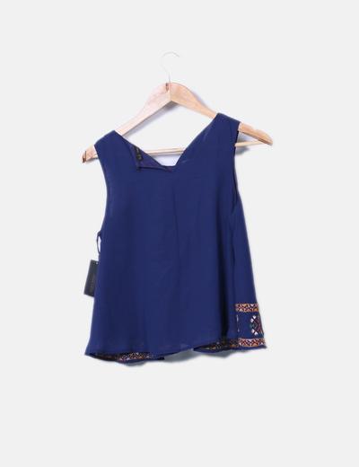 Blusa azul marina con bordados