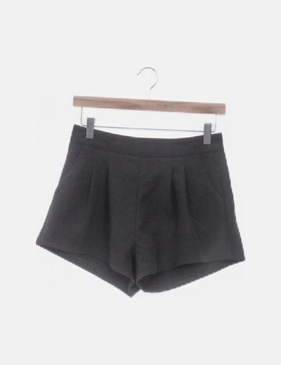Short negro con bolsillos