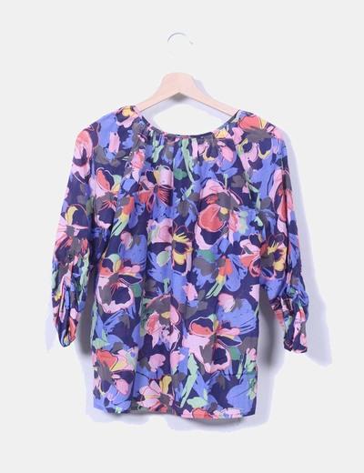 Blusa floral con bolsillo