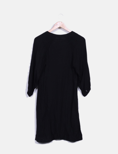 Vestido negro escote abotonado y lazo