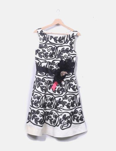 Vestido de fiesta blanco bordado negro