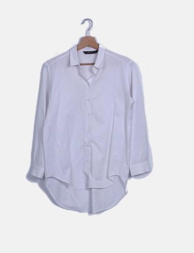 Camisa blanca abotonada