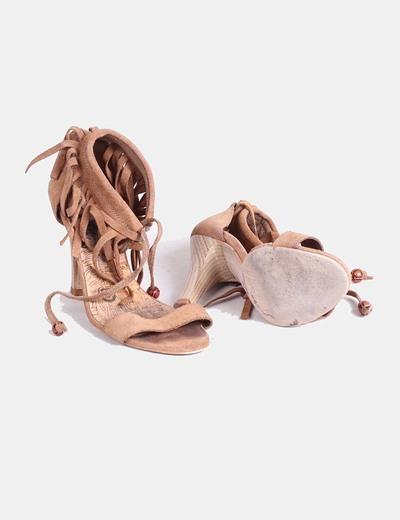 Sandalias con flecos camel
