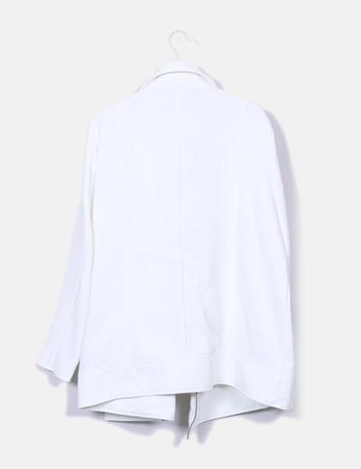Gabardina blanca estructurada