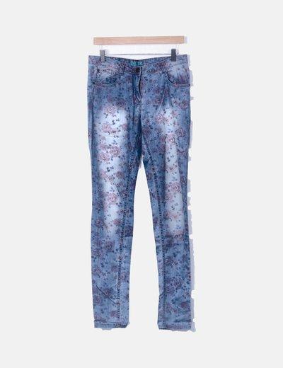 Pantalón denim pitillo print floral