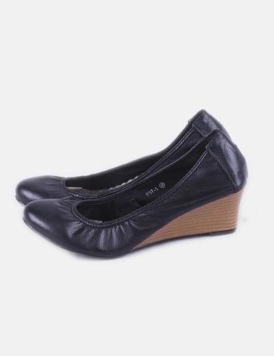 Zapato negro cuña