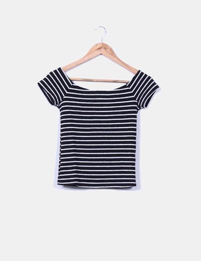 Camiseta negras con rayas blancas Bershka