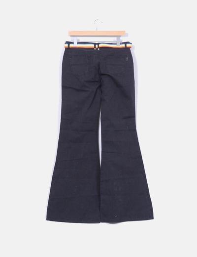 Pantalon negro acampanado