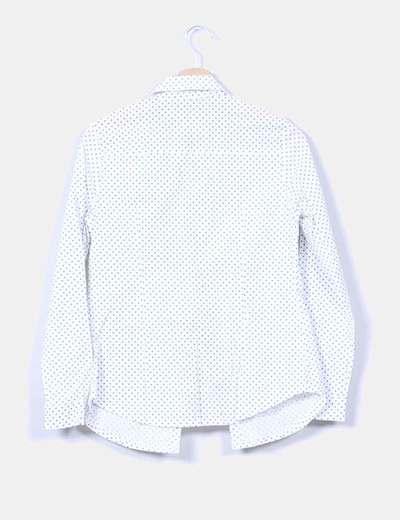 Blusa blanca con topos azul marino