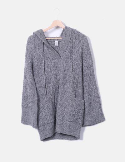 Vestido tricot gris con capucha