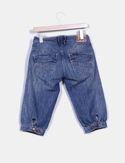 Pantalon pirata con detalle fruncido en bajos