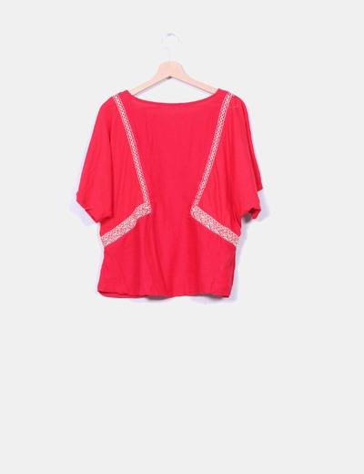 Blusa roja detalles etnicos