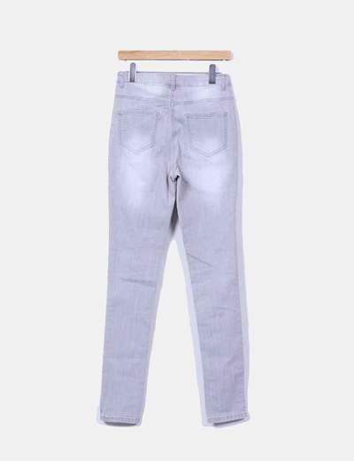 Pantalon pitillo grisaceo