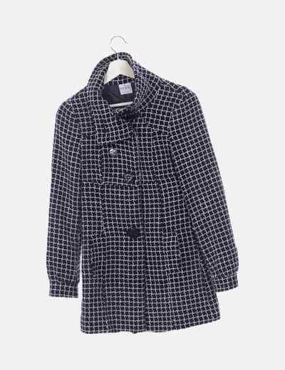 Abrigo negro cuadros bordado