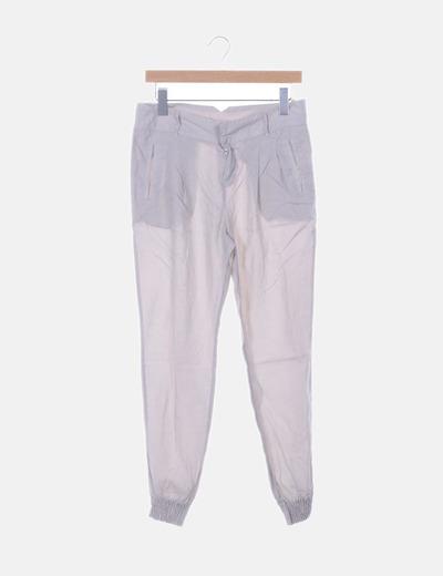 Pantalón beige con pinzas