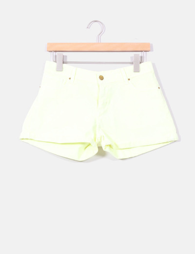 Shorts amarillo