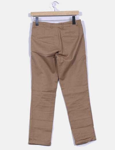 Pantalon marron con dobladillo