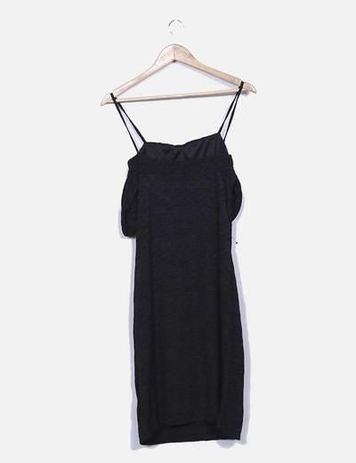 Vestido negro texturizado hombros descubiertos
