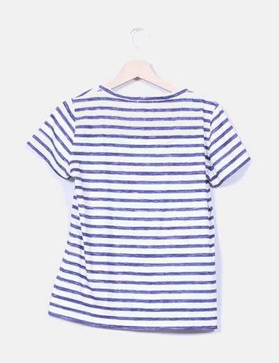 Camiseta blanca con rayas azules