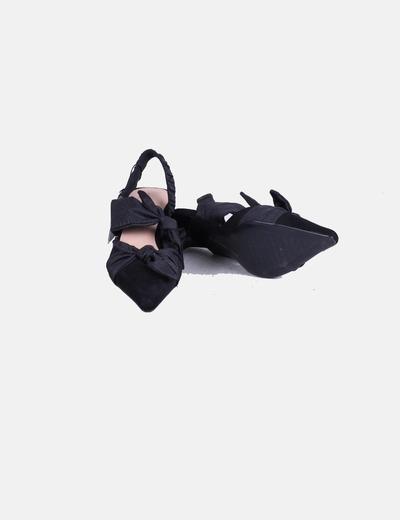 Zapato destalonado negro acabado en punta