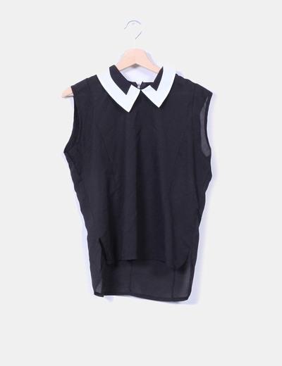 Blusa negra con solapas blancas NoName