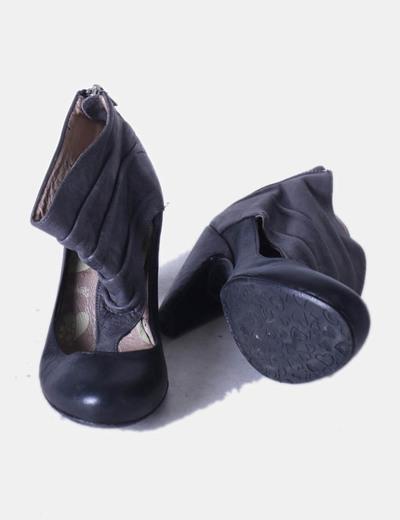 Zapatos abotinados negro y gris drapeado