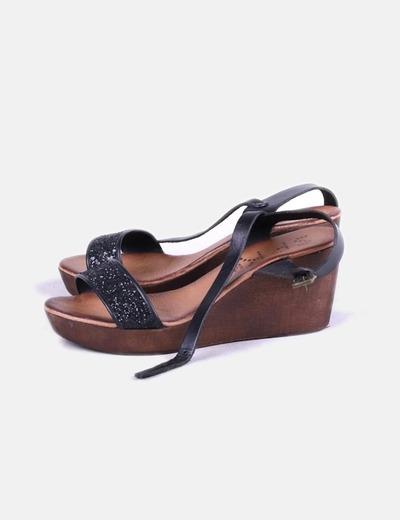 Sandalias negras con cuña SPK