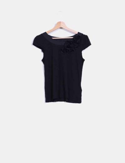 Camiseta negra con rosetones H&M