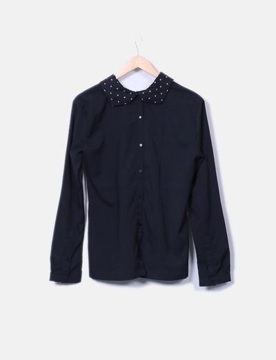 Camisa negra cuellos estampados