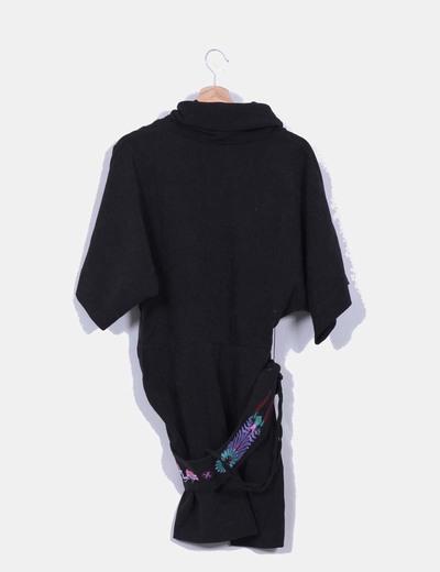 Vestido negro detalle cinturon de abalorios