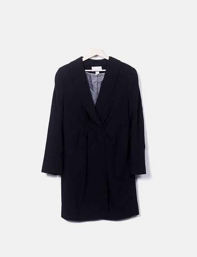 Abrigo negro fino  detalle pinzado