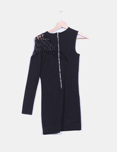 Vestido negro escote asimetrico