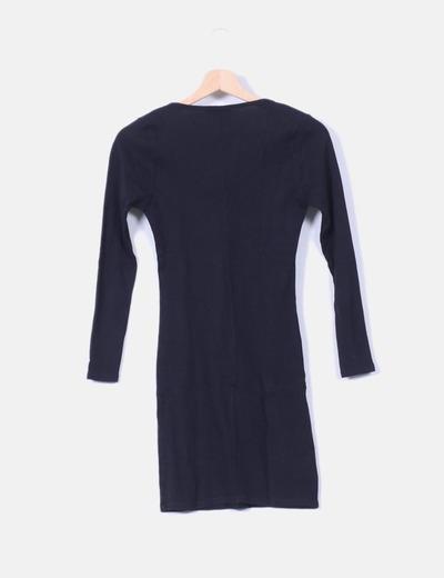 Vestido negro escote abotonado