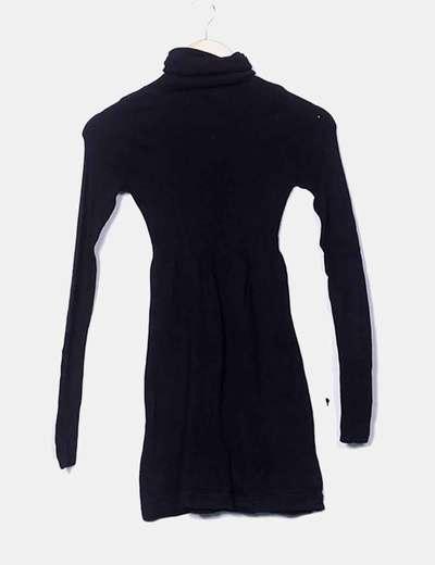 Vestido negro cuello cisne