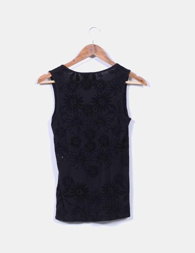 Camiseta negra combinada con terciopelo