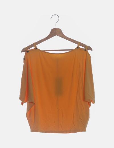 Camiseta naranja con tiras en los hombros